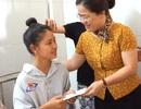 Giám đốc Sở GD&ĐT Nghệ An thăm thí sinh vừa mổ ruột thừa vẫn không bỏ thi