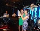 Cẩm Ly bỏ cả giày tập hát cùng em gái Minh Tuyết