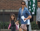 Suri đến trường với cánh tay bó bột