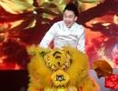 """Dương Triệu Vũ """"cưỡi lân"""" lên sân khấu"""