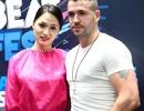 """Ca sỹ chuyển giới Hương Giang """"thẹn thùng"""" bên quán quân X-Factor Anh"""