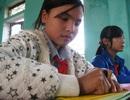 Nghị lực đến trường của cô bé khiếm thị