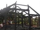 Nhà 3 gian cháy trơ khung