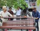 Lắp đặt 160 ghế gỗ trên quảng trường đi bộ Nguyễn Huệ