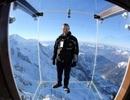 """Mục sở thị """"căn phòng"""" lơ lửng trên đỉnh núi Alps"""