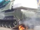 Giàn phóng tên lửa Buk của Nga bốc cháy trong lễ duyệt binh