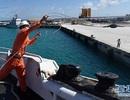 Trung Quốc kiểm tra và sửa chữa phao nổi phi pháp tại Hoàng Sa