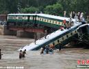 Pakistan: Sập cầu, tàu hỏa rơi xuống kênh, ít nhất 12 người chết