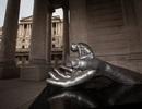 """Trầm trồ với tác phẩm điêu khắc """"Bàn tay của Chúa"""" ở Anh"""
