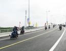 Lâng lâng cảm xúc khi đi trên cây cầu nối liền đường bộ Bắc - Nam