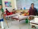 """Bệnh nhân bức xúc vì bệnh viện…""""ở dơ"""""""