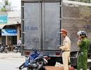 Gia đình 4 người gặp nạn vì lao xe máy vào xe tải