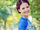 Hoa hậu Trần Thị Quỳnh đẹp nền nã với áo dài