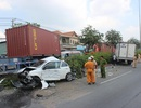 2 cha con kêu cứu trong ô tô bẹp dúm sau tai nạn liên hoàn