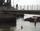 Sà lan 200 tấn chìm dưới sông Sài Gòn