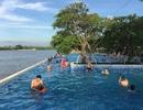Bé trai té hồ bơi trong khu du lịch đã tử vong
