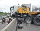 """Cầu """"biểu tượng"""" ở Sài Gòn tê liệt vì xe đầu kéo gặp nạn"""