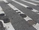 """""""Hố lạ"""" tấn công mặt đường quốc lộ 1A"""
