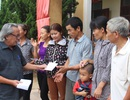 Đoàn thiện nguyện của nhà báo Phan Huy trao hàng trăm suất quà tới người dân vùng lũ lụt
