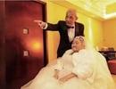 Cụ ông 84 tuổi thể hiện tình yêu với vợ trên tòa cao ốc
