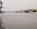 Tàu chở 400 tấn đá bị đâm chìm trên sông Đáy