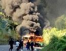 Xe khách và xe máy cháy dữ dội sau va chạm, một thanh niên Hàn Quốc tử vong