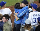 """""""Thiên nga đen"""" Mila Kunis đắm đuối """"khóa môi"""" Ashton Kutcher"""