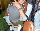 Charlize Theron lần đầu lộ diện cùng con gái