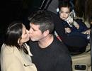 Ông trùm truyền thông Anh đắm đuối hôn bạn gái tới mức con trai phải…đỏ mặt