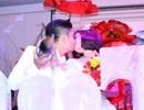 Vân Trang và chồng hôn nhau say đắm trong lễ cưới