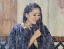 Khánh Thi đau khổ khóc trong mưa