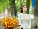 Hồ Ngọc Hà đẹp dịu dàng với áo dài trên phố Hà Nội