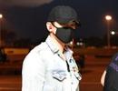 Bi Rain bịt kín mặt khi đến Việt Nam