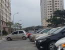 Nghịch cảnh: Đi xe sang đến nộp hồ sơ mua nhà thu nhập thấp