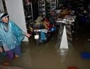 Mưa ngập khủng khiếp, người Sài Gòn tháo chạy khỏi nhà... tránh ngập (!?)