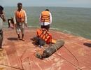 Chùm ảnh lực lượng cứu hộ xẻ tàu tìm kiếm 4 thuyền viên mất tích trên sông Soài Rạp