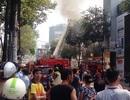 Cháy lớn tại gara ô tô, nhiều xe sang bị thiêu rụi