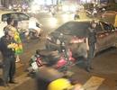 Xe Camry tông 4 xe máy trên đường phố Sài Gòn