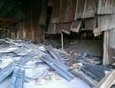 Kho giàn giáo đổ sập vùi lấp 3 công nhân