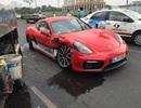 """Porsche bạc tỷ """"rách hông"""" sau cú đâm xe bồn"""