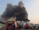 Hơn 100 cảnh sát dập đám cháy bãi phế liệu lúc sáng sớm