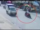 Tên cướp kéo lê cô gái gần 100 mét trên đường