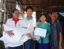 Trao nóng 100 ký gạo và 5 triệu đồng đến 4 cha con em Ngọc Nữ