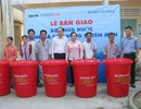 Trao tặng xô chứa nước đến người dân vùng hạn, mặn Cà Mau