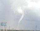 Vòi rồng cao hàng trăm mét xuất hiện trên vùng biển Bạc Liêu
