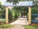 Tháo dỡ rào cổng chính để học sinh vào trường