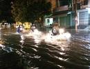 """Nhiều tuyến đường thành """"sông"""" sau trận mưa lớn nhất từ đầu mùa"""