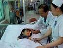 Bé gái may mắn sống sót sau khi rơi từ lầu 4 xuống đất