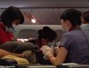 Khoảnh khắc kỳ diệu của người mẹ sinh con trên máy bay