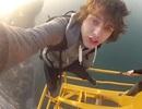 Mải selfie, du khách nước ngoài rơi xuống giếng sâu 10m